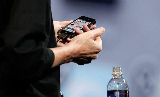 steve jobs iphone 4.jpg